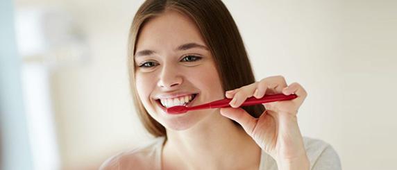 Как ухаживать за зубами после отбеливания